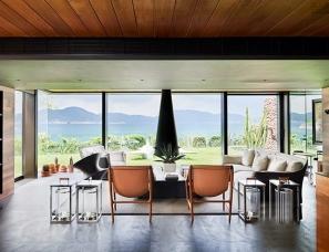 设计师梁志天的家,位于香港,面朝大海