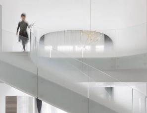 kos+zerebecky为上海这座豪宅设计了雕塑感云梯
