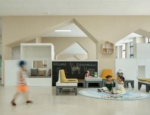青草地装饰设计--郑州阿肯顿幼儿园