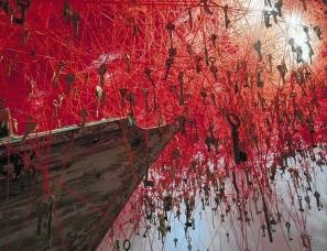 盐田千春设计--日本艺术家用线做装置,织造出最美的梦境