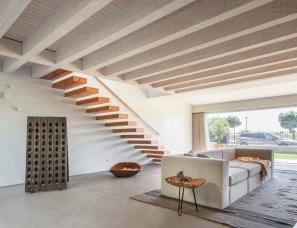 PF Architecture Studio--埃斯波森迪海边别墅