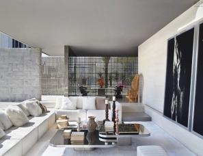 Guilherme Torres--传统与现代主义建筑相结合