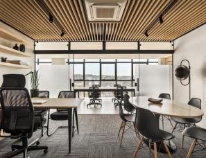 Solo Arquitetos--Frank Madeiras企业总部办公室