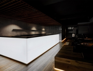 Pierce Widera--墨尔本·Shinbashi日式餐厅+酒吧